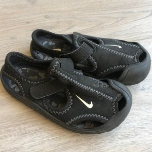 Toddler Nike water sandals shoes sz 6